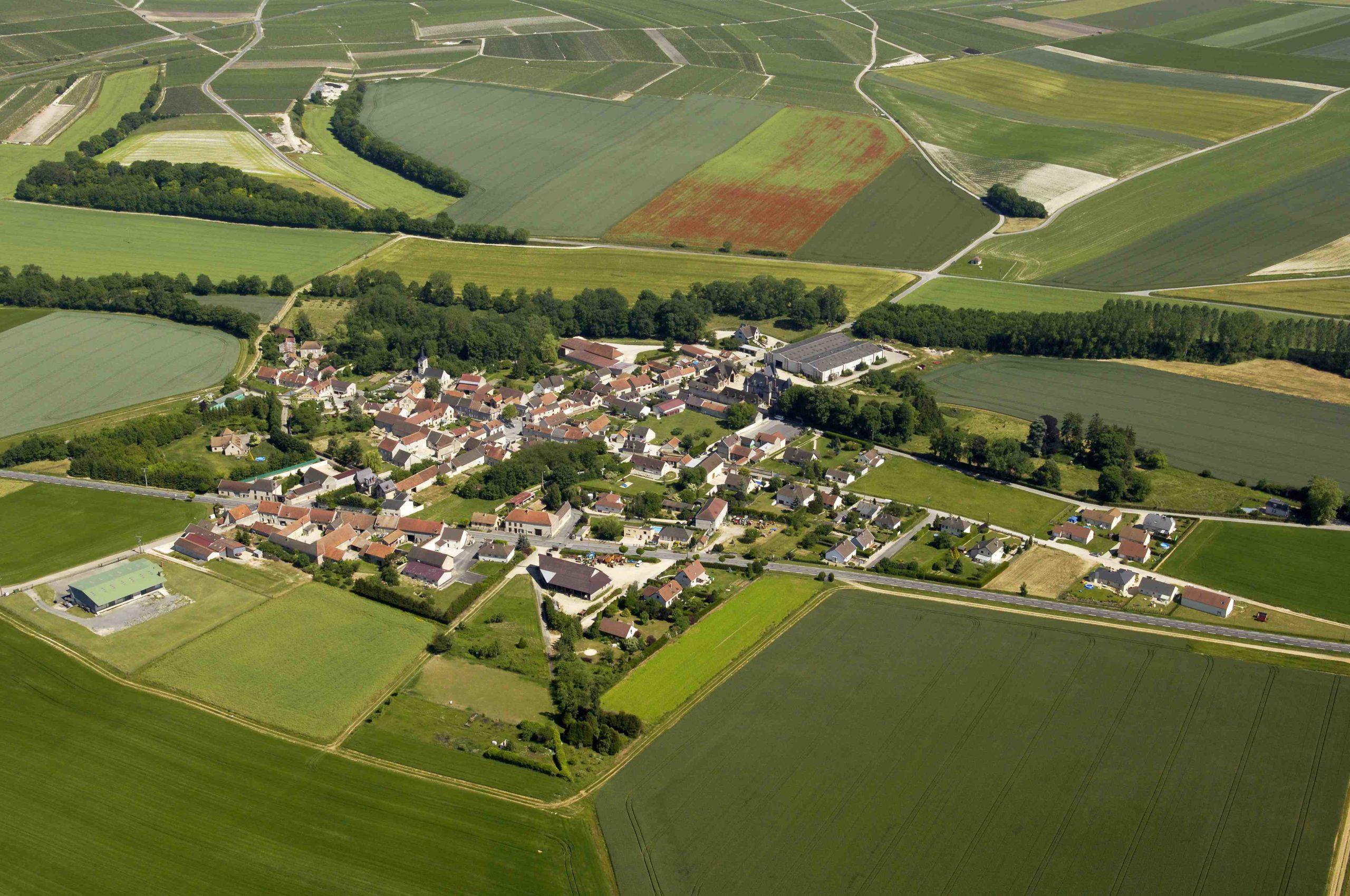 Vue aérienne du village de Tauxières-Mutry