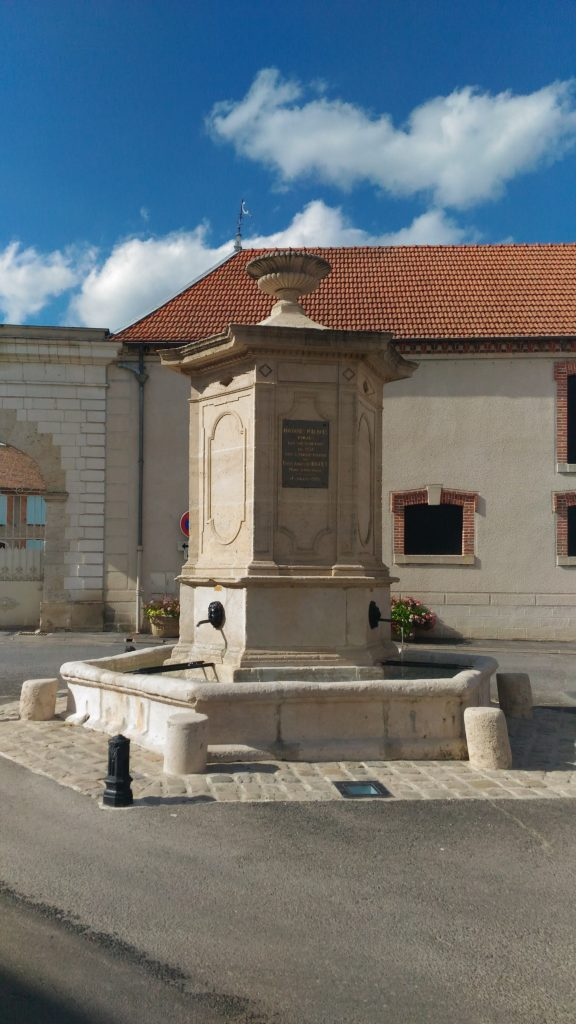 fontaine_hexagonale_classée_monument_historique