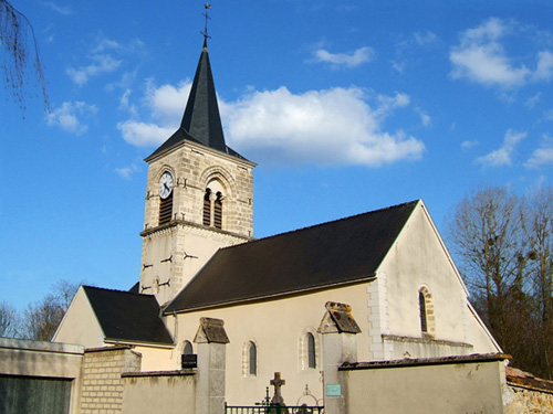 Eglise_de_Tauxieres-Mutry_sous_ciel_bleu