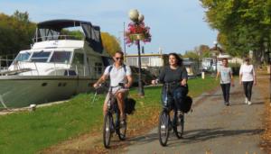 Cyclistes et promeneurs à Mareuil-sur-Aÿ