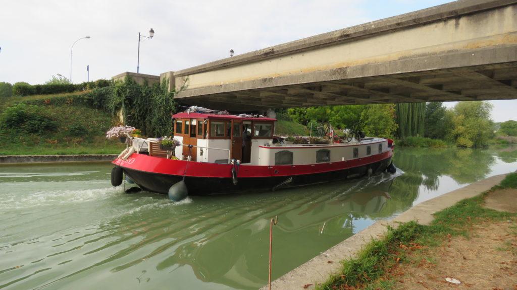 peniche_sur_le_canal_de_la_marne_dizy
