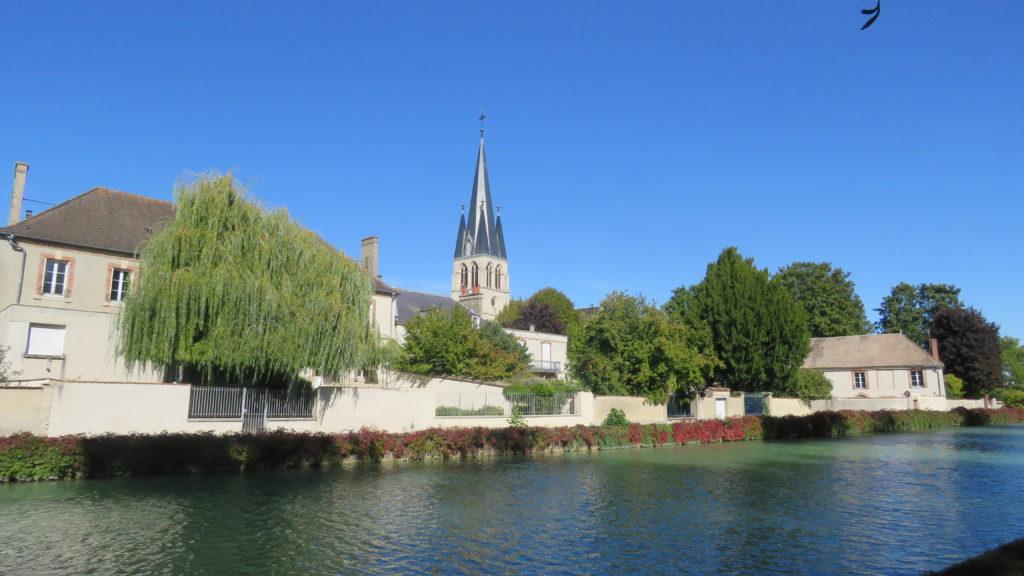 Eglise_Sainte_Madeleine_de_Tours-sur-Marne_depuis_le _canal
