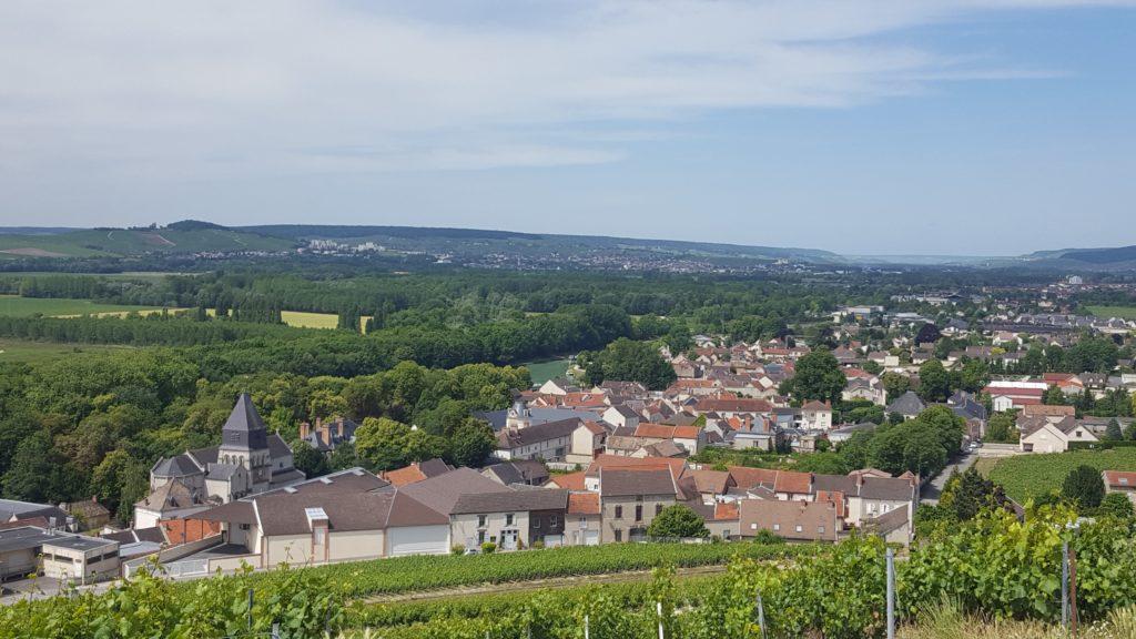Vue_sur_Mareuil-sur-Aÿ_depuis_le_point_de_vue