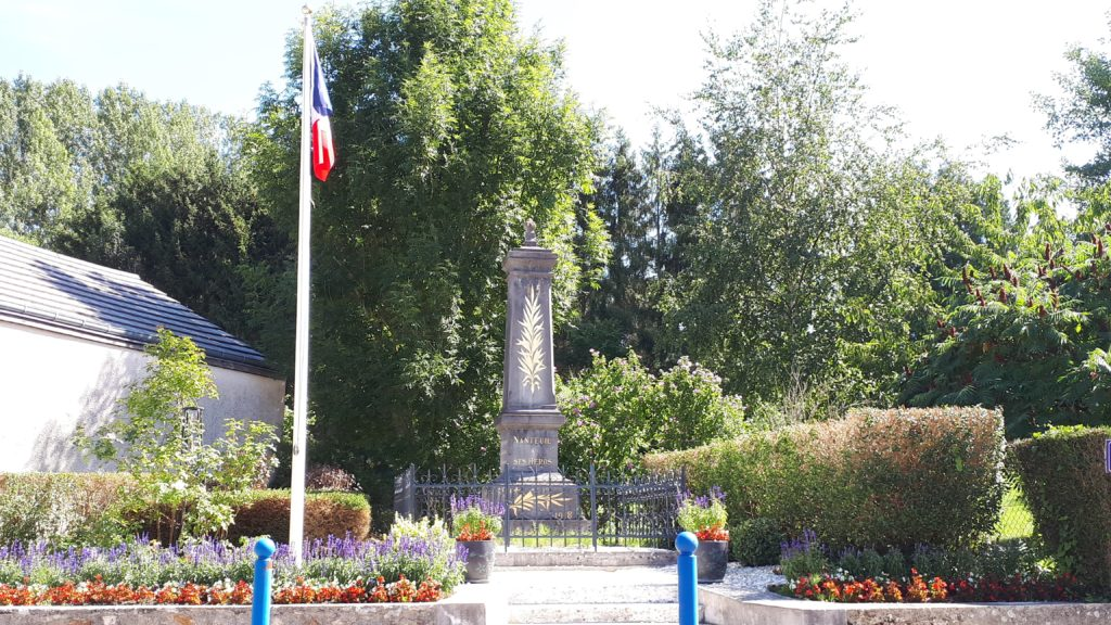 Monument_aux_morts_de_Nanteuil-la-Foret