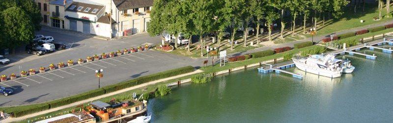 Vue_sur_le_relais_nautique_et_l_aire_de_camping-cars_de_mareuil-sur-aÿ
